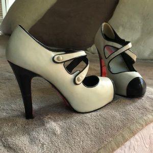FABULOUS Betsy Johnson heels